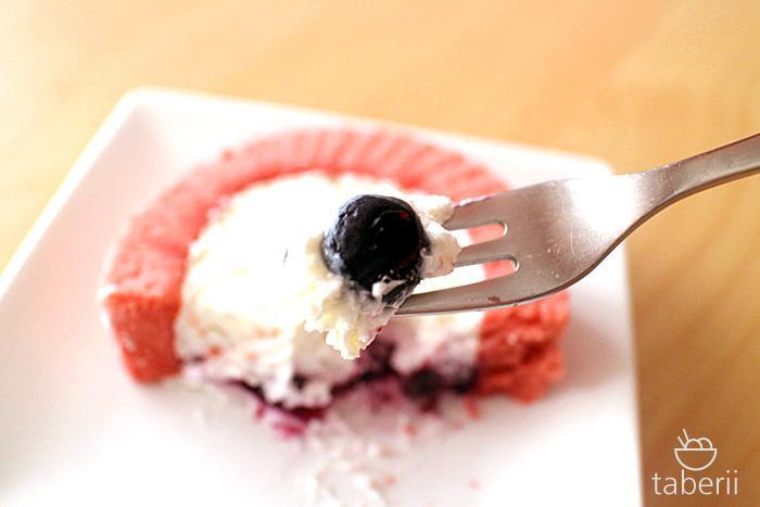 プレミアムブルーベリーとチーズのロールケーキ8